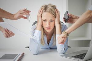 Stressfaktoren wie Überforderung und Multitasking stehen im Zusammehang mit dem Glaukom (Fotolia)