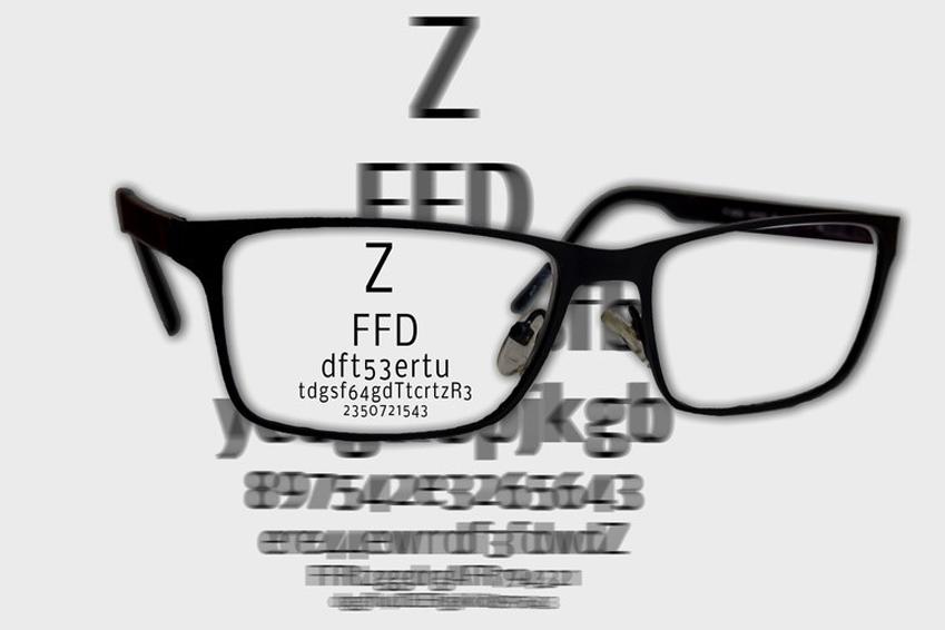 Chancen und Risiken einer speziellen Brille Makuladegeneration (Fotolia)