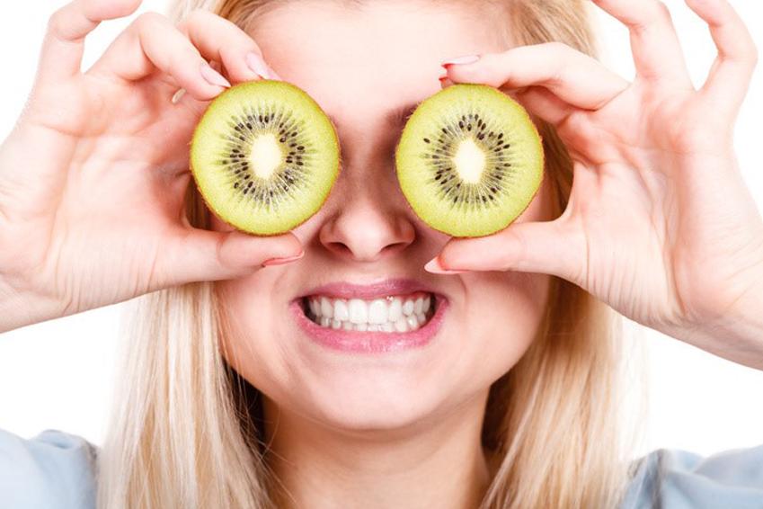 Vitamine spielen in der Ernährung bei Makuladegeneration AMD eine grosse Rolle (Fotolia)